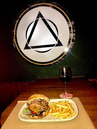Nuestra Hamburguesa Rapsodia...  Ven a Disfrutarla...