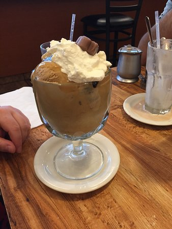 Valley Stream, NY: Chocolate Peanut Butter Sundae!