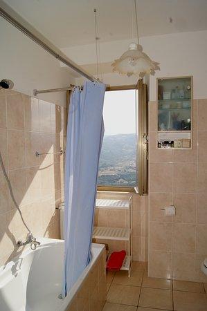 Tufillo, Italie : CasArmonia Bagno con vasca, in comune