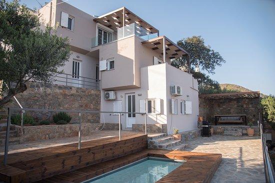 Ellinika, Grecia: Άνετες βίλες με πισίνα