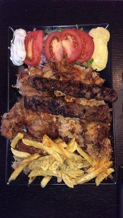 Erotokritos Souvlaki: kebap-pork portion