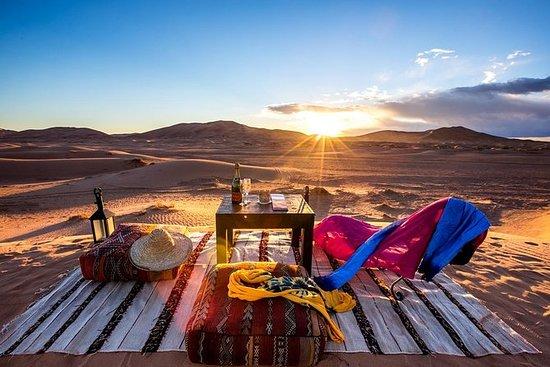 VIP AC豪華露營和駱駝騎行在沙漠Merzouga Erg Chebbi...