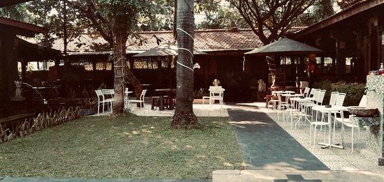 Melly's Garden  Jln. Kebon Sirih Timur Dalam No. 37 - 39 Kebon Sirih - Menteng - Jakarta Pusat  Info & Booking :  📲 +62 813 16044666  ☎️ +62 21 31925138