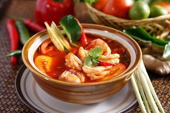 ANDERS Restaurant: Bún tôm chua cay - Lekkere zoute en zure en lichte pikante noedelsoep met tomaat, ananas, tamarind en scampis.