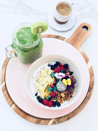 Bol: Super Healthy Breakfast !!! Full of energy and super foods