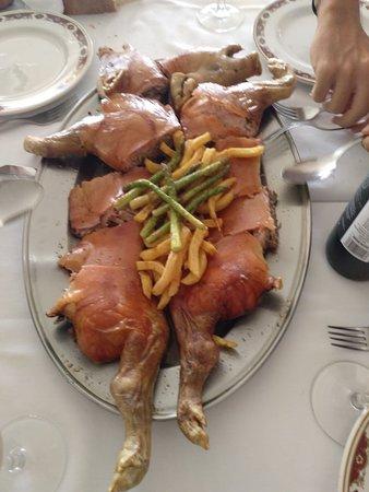 """Trabajo. Restaurante San Fermín. Buen trato, buen servicio, trato inmejorable. Calidad precio. 9""""9 si encargas mejor.. gente fabulosa. Para"""