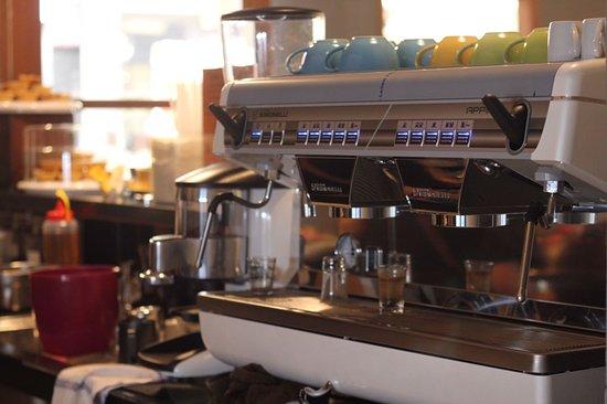 MELLY's Garden: Local Coffee Shop