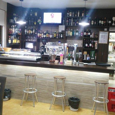 Arges, สเปน: Bar con bebidas bien frías