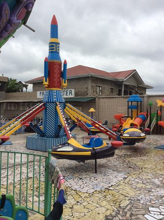 Saint-Philbert-de-Grand-Lieu, ฝรั่งเศส: Paja Center Douala