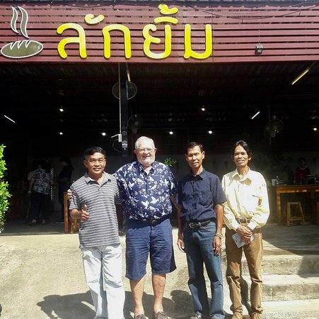 Nong Phai, Tajlandia: Neighbors get together.  We are repeat customers   Great Thai food 