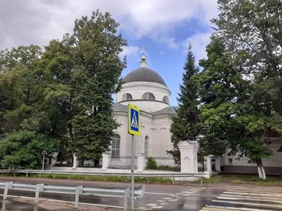 Fryanovo, Russie : Храм Иоанна Предтечи - Фряново. Вид с противоположной стороны улицы.