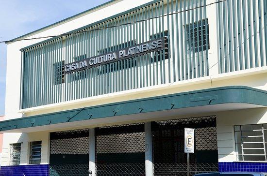 Santo Antonio da Platina: Fachada preservada, de fácil acesso a população pela Avenida Coronel Oliveira Mota (área central da cidade).