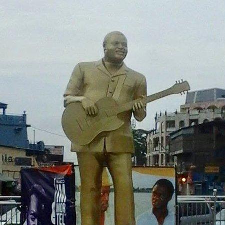 Statue de Franco Luambo