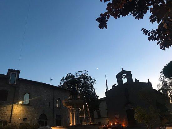 Cena al lume della fontana piazza Gesù