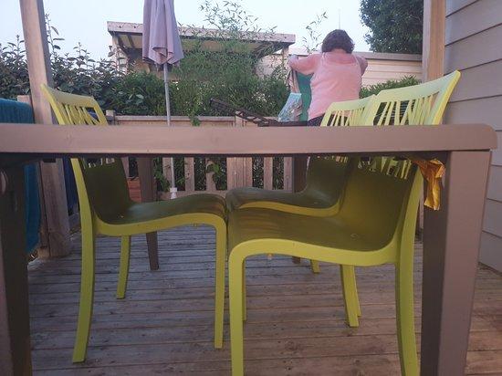 Déco terrasse extérieure entre le bar et les jeux - Picture ...