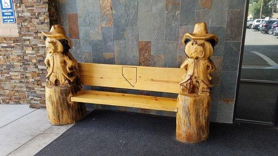 Black Bear Diner: Great Carved Bench Outside Restaurant.