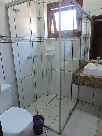 Banheiro privativo Apto Standard.