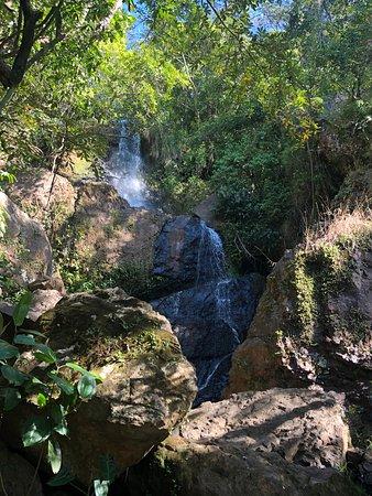 Pedregulho, SP: cachoeira dos macacos