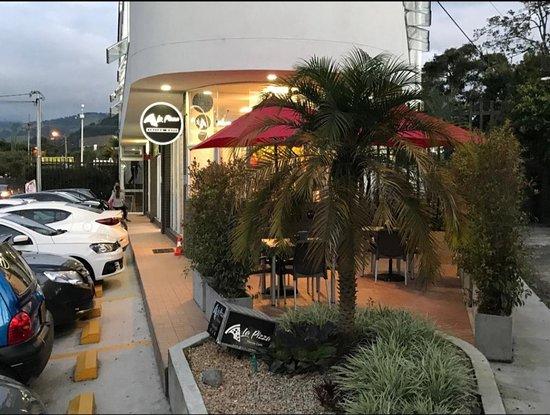 Villamaria, โคลอมเบีย: Ubicada en zona residencial de la vereda La. Florida. Lugar cómodo y cálido. Cuenta con terraza