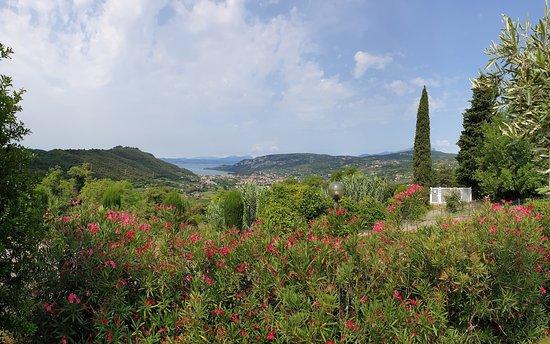 Boffenigo Panorama & Experience Hotel: Vista lago dal giardino