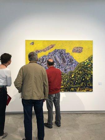 Les Matelles, ฝรั่งเศส: Exposition sur le peintre Vincent Bioulès - toile du Pic Saint-Loup