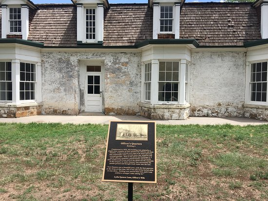 Fort Stanton, นิวเม็กซิโก: Very interesting bit of history. The topography is beautiful and if you are interested in the history of the plains Indians, MacKenzie once visited during the time this was used as a fort.