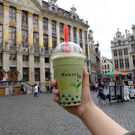 Déguster un bubble tea matcha sur la Grand-Place!