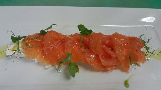 Biandronno, İtalya: Salmone marinato con germogli