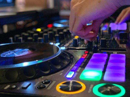 """【秋葉原に新しい音楽イベントが誕生‼️】 秋葉原で定期開催中の音楽イベント! アニメが好きな人も、アニメを作る人も、アニメソングが大好きな人も、ゲームが好きな人も、声優もコスプレイヤーもメイドさんもサバゲーマーも、秋葉原が好きな皆が集まる新しい""""アキバ音楽劇場""""が開幕します‼️ #アキバソニック #DJ #音楽 #秋葉原"""