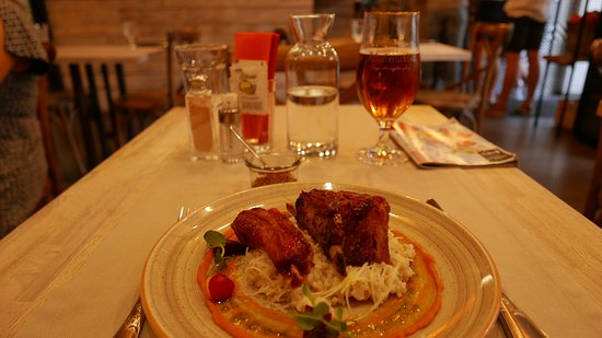 Riits: Pork ribs with a glass of beer
