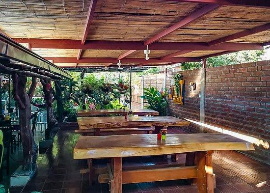 Gigante, Kolumbia: la zona de restaurante es muy amplia y con un ambiente campestre.