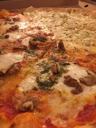Tomasso - New York Pizza: NUECES