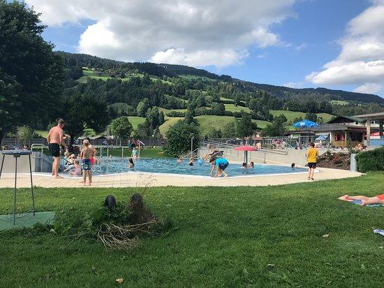 Schwimmbad und Badesee