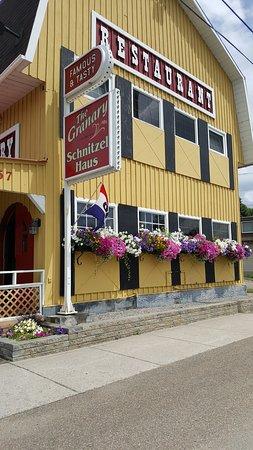 Eganville, แคนาดา: The restaurant from the outside