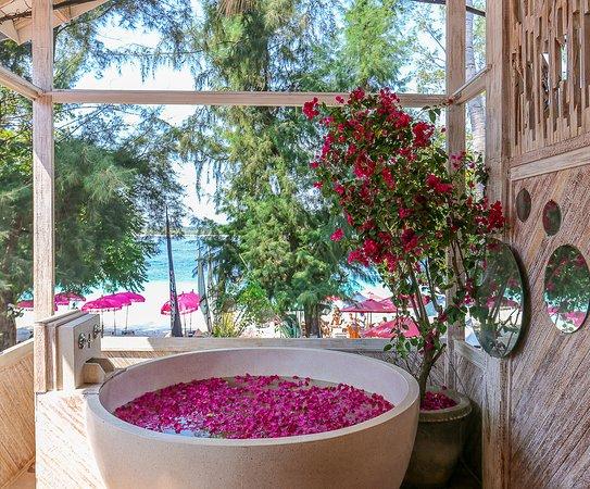 Gili Flower Bath SPA