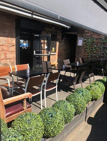 South Lanarkshire, UK: Our sunny beer garden