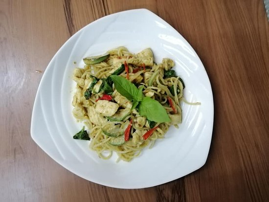 Stir Fried Spaghetti with green curry