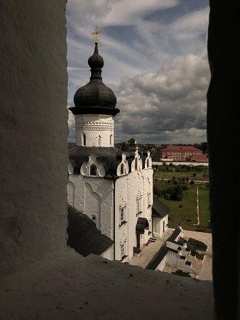 Вид на собор с колокольни.