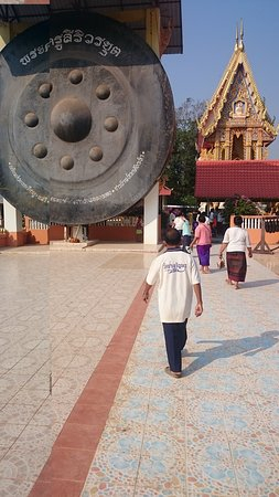 Pak Khat, Thailand: Gong in ban Nong Young, Worlds biggest?