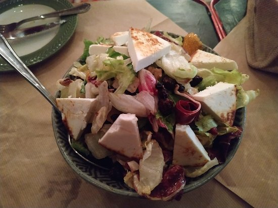 Χώρα Κύθνου, Ελλάδα: Γαριδομακαρονάδα, Καλαμαριά Σωτε, Αλμυρά καταιφακια Μεσογειακή σαλάτα, Κολοκυθοκεφτέδες,ψωμακι.