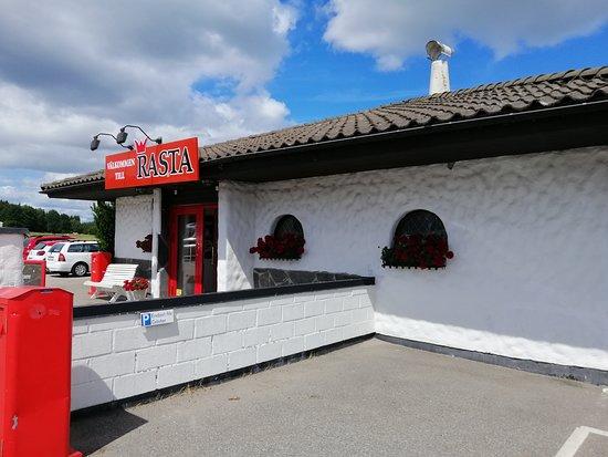 Vargarda, Zweden: Кафе - вид с улицы