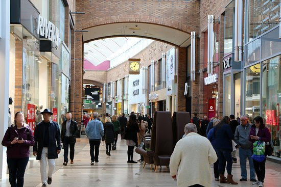 Solihull, UK: All the top retailers are at Touchwood . . Next, River Island, H&M, Bravissimo, Uber, Zara, Apple, John Lewis, Office, JD Sports, Kurt Geiger and more!