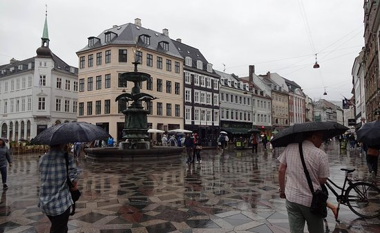 Stork Fountain: Strøget and the fountain