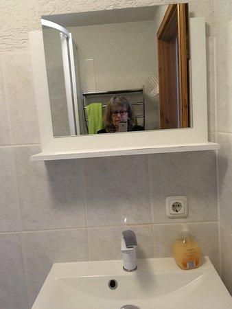 Zechlin, เยอรมนี: Badezimmer, Schlafzimmer und Wohnung