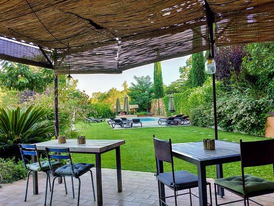 Sant Marti Vell, สเปน: Jardín y piscina