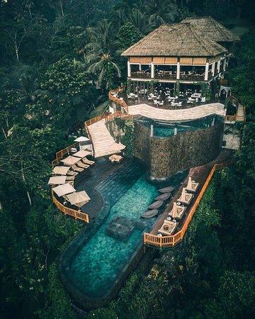 TOP 7 Resort đẹp như thiên đường hạ giới ở Bali Bali thiên đường nghĩ dưỡng, đặc biệt những tuần trăng mật ngọt ngào và lãng mạn. Với những khu Resort mang một phong cách rất đặc biệt trong thiết kế, nhưng lại rất tinh tế, đẳng cấp, cho bạn một nơi dừng chân như thiên đường. #resortBali #bali  https://phang.asia/top-7-resort-dep-nhu-thien-duong-ha-gio…/