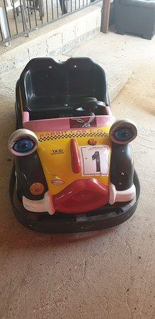 Rihaniya, إسرائيل: מכוניות חשמלים לילדים