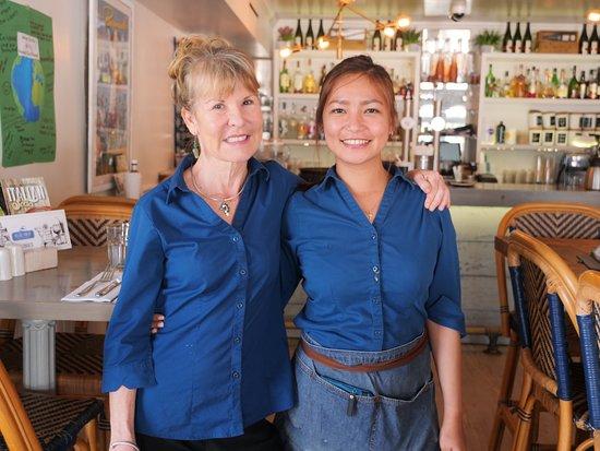 Flatts Village, Bermuda: Service with a smile! 