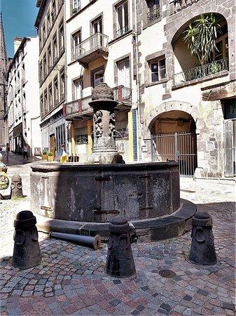 Aménagements urbains et fontaines au 16ème et 17ème siècles, le progrès en marche.