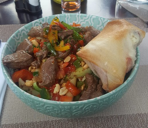 "salade mélée avec boeuf ""thaï"" + brick"
